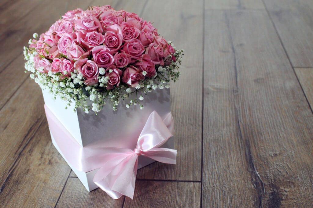 Blumen Schenken Rosen Im Karton