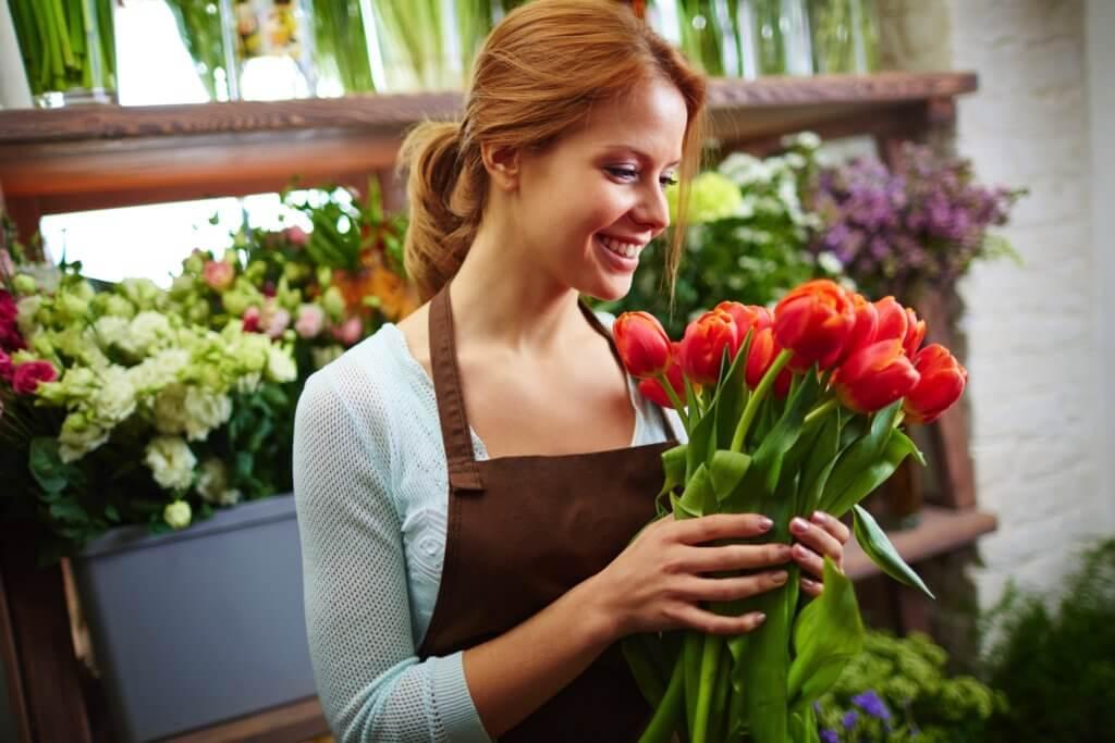 Floristin Mit Roten Tulpen 1