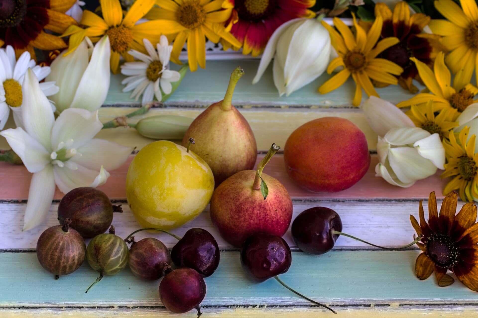 Obst und Blüten