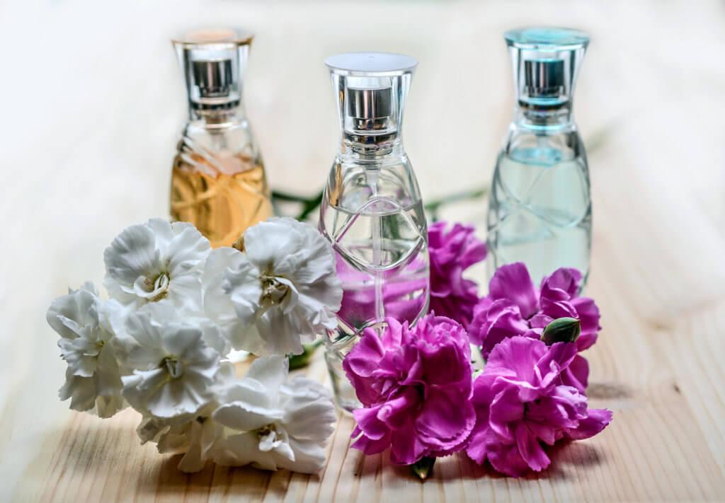 Parfuem Mit Blumen Verschenken