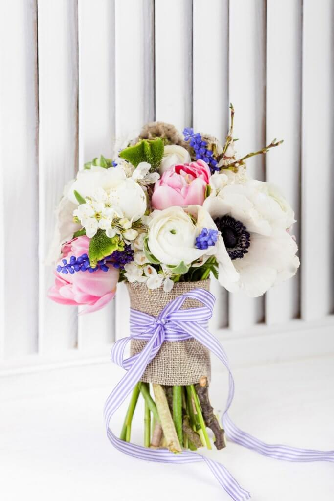 Romantischer Strauss Anemone Ranunkel Tulpe Muscari 1