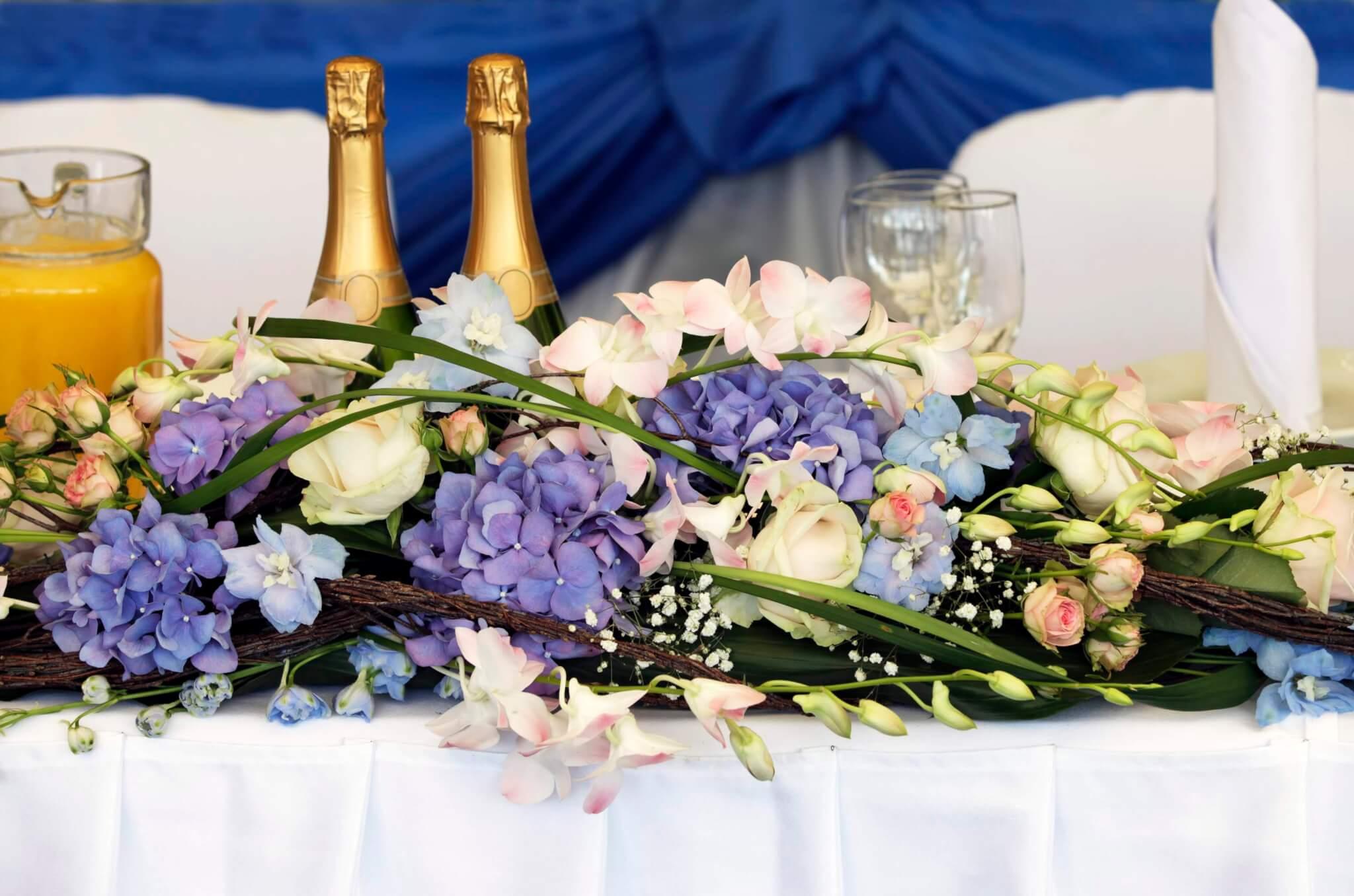 Schöne Tischdeko mit Hortensien