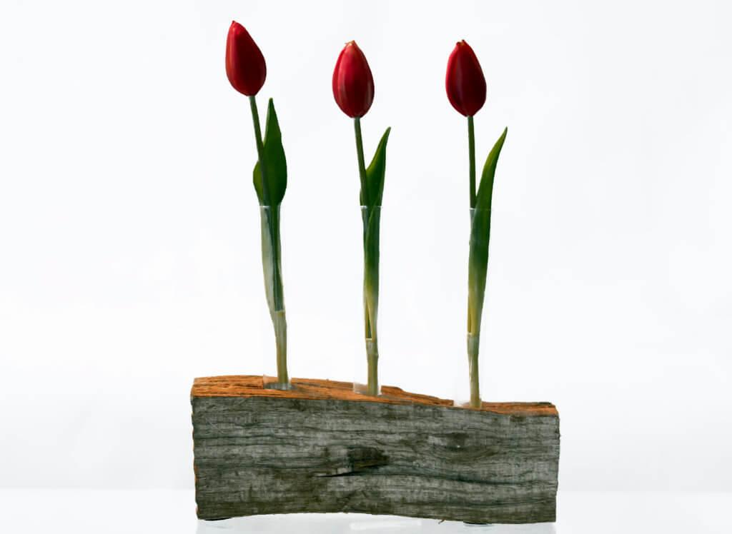 Ungewoehnliche Vase Mit Tulpen