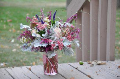 Zarter Blumenstrauss In Pastellfarben Mit Pfeffer